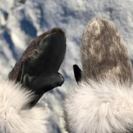 Nuuk sælskindsluffer - kant af blåræv - perlelammefoer