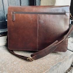 "Computertaske i brun bøffelskind - 15"" pc - mange rum"