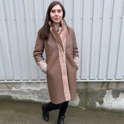 Julia rulamsjakke - To tonet beige - Blød og varm